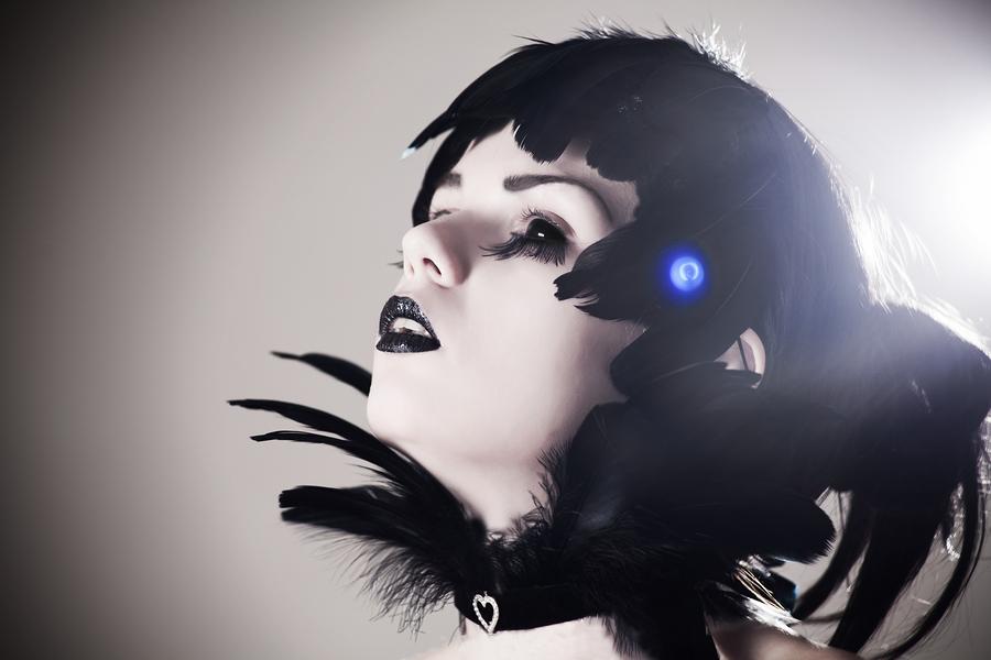 bigstock Crow girl with creepy black ey 30877223 - Halloweenlinser